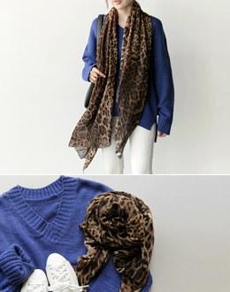 Louis leopard scarf
