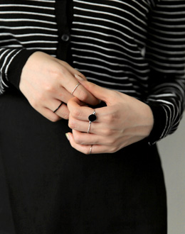 Black set ring