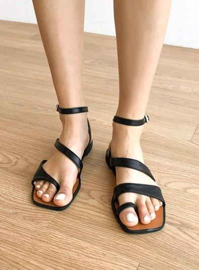 Unblock Strap shoes