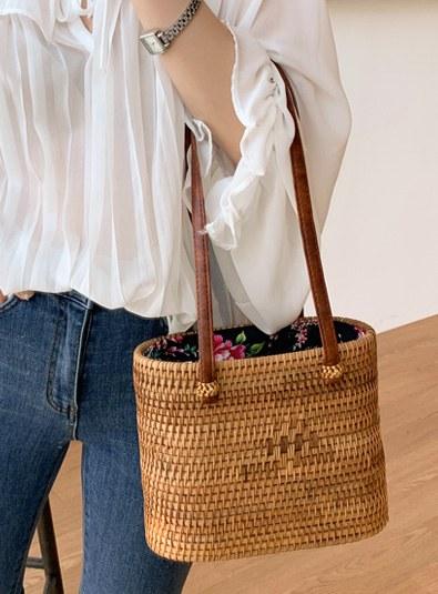 Oval flower rattan bag