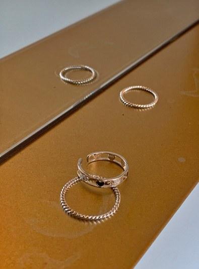 Black heart set ring
